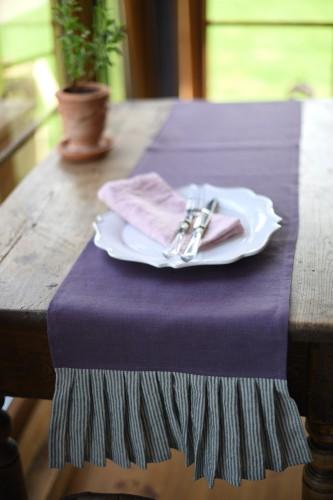 Linen table runner AVANT-GARDE